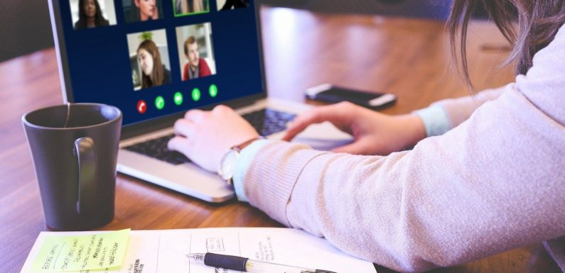 How Live Streaming Can Improve Online Conferences